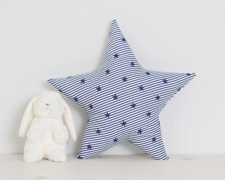 Pagalvė mėlyna juostuota žvaigždutė